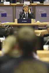 Presa de azi: Aplauze ca la Oscar pentru Dacian Ciolos