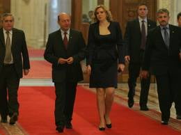 Presa de azi: Basescu a ciuruit guvernul de la stanga la dreapta (Video)