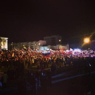 Referendum in Crimeea: Mii de oameni sarbatoresc in strada alipirea la Rusia (Galerie foto)