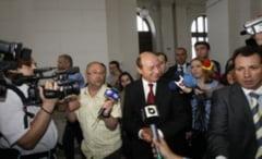 Revista presei: USL la putere doua ore, taxa auto se extinde, Basescu mai pierde si el