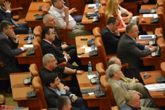 Revizuirea Constitutiei: Parlamentarii, obligati sa se pronunte rapid pe legi