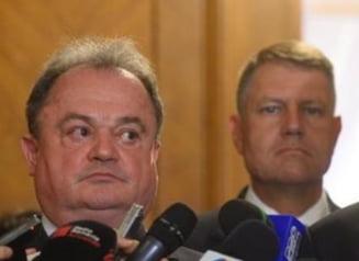 Romania, in recesiune: Blaga si Iohannis raspund acuzatiilor lui Basescu