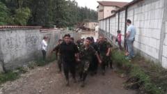 Romania, sub puhoaie: Viiturile darama si poduri si functii. Seful de la Apele Romane si-a dat demisia