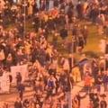 "Romania in strada Tinerii din Piata Universitatii impart ""Ziarul Colectiv"""