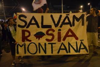 Rosia Montana: A 16-a noapte de proteste, la Bucuresti, la fantana de la Universitate