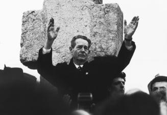 Sa ne amintim: Cum l-a expulzat Iliescu pe Mihai I