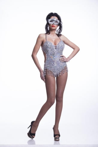 Sexy pana-n maduva oaselor: Nicoleta Luciu (Galerie foto)