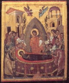 Sfanta Maria la romani: Din genunchi in spuma marii si de la liturghie la sarmale (Video)