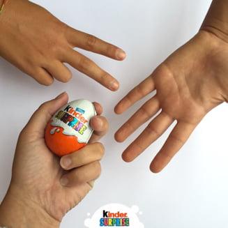 The Sun: Copiii romani sunt platiti cu 1 leu pe ora pentru a asambla jucariile din ouale Kinder UPDATE