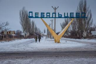 Ucraina: Inainte de armistitiu, separatistii distrug Debalteve: Orasul este in flacari