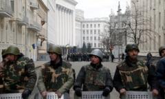 Ucraina fierbe: Ianukovici, oprit sa fuga din tara. Iulia Timosenko a fost eliberata
