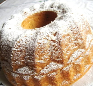 Un dulce de weekend: Cozonacul german (Kugelhupf)