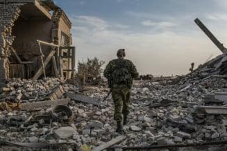 Viata dupa razboi in Ucraina: Oamenii mor de foame si sete printre ruine