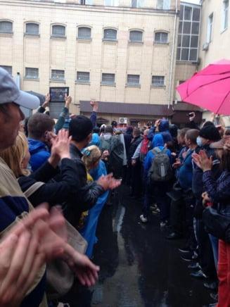 Violente in Ucraina: Sute de activisti ataca politia din Odessa