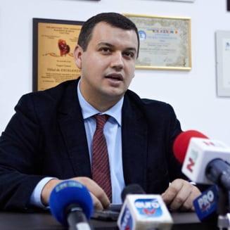 Votul prin corespondenta: Liderul PMP ii bate obrazul si ii cere ajutorul Alinei Gorghiu