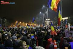 Ziua a cincea de proteste: numar record de participanti, multi dupa anuntul premierului. Nu renuntam, maine seara vom fi aici (Foto&Video)