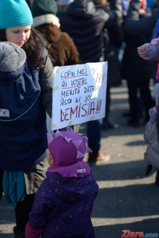 #patriotdemic Copiii ies sa protesteze in fata Guvernului, sambata dimineata