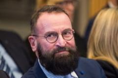 FOTO/ VIDEO Scandalul deputatului maghiar de la orgia gay din Bruxelles. Atacurile politice din Ungaria, simbolizate de burlanul pe care l-a folosit sa fuga