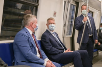 FOTO Administratia Prezidentiala publica poze cu Klaus Iohannis in metroul din Drumul Taberei