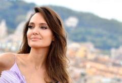 FOTO Angelina Jolie vinde un tablou de razboi cu o suma record