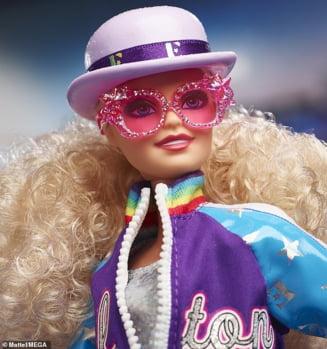 FOTO Elton John este sursa de inspiratie pentru cea mai noua papusa Barbie lansata. Cu ce suma poate fi cumparata