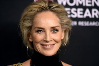 """FOTO Sharon Stone, un trup impecabil si la 63 de ani: """"Oamenii inca vor sa-mi vada sanii"""""""