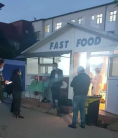 FOTO Spitalul de Urgenta Sibiu primeste bolnavii de COVID intr-un chiosc de fast-food dezafectat