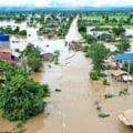 FOTO Vietnam: Cel putin 17 oameni au murit in inundatiile provocate de o furtuna tropicala. Tara se pregateste pentru taifunul Laifa