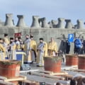 FOTO VIDEO Alai de care cu boi, preoti fara masca si mii de persoane, la slujba de Boboteaza de la Constanta. IPS Teodosie, intr-o caleasca trasa de cai