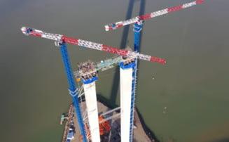 """FOTO VIDEO Imagini spectaculoase cu podul suspendat de la Braila: """"Golden Gate""""-ul romanesc se apropie de inaltimea maxima"""