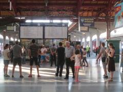 Fotoreportaj: Asteptand in Gara de Nord. Cine mai merge cu CFR prin Europa?
