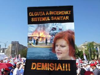 Fotoreportaj Protest cu 10.000 de angajati din Sanatate la Guvern: Suntem tratati ca o natie de tampiti. Plecam din tara!