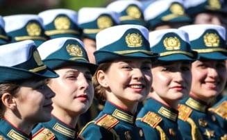 GALERIE FOTO Moscova a sfidat pandemia de coronavirus: Zeci de mii se oameni au participat la parada militara din Piata Rosie