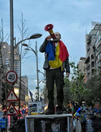 Interviu cu protestatarul care a primit amenzi de 30.000 de lei: Oamenii sa se trezeasca!
