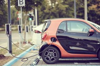 PROIECT Ministerul Economiei: 60% din parcul auto al Romaniei ar urma sa aiba o forma de propulsie electrica in anul 2050