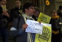 Toti pentru justitie! Zeci de cetateni au luat locul magistratilor si au protestat in tacere pe treptele CAB