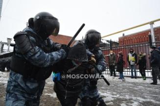 UPDATE VIDEO Noi proteste masive pro-Navalnii in Rusia, cu mii de oameni batuti si arestati