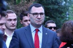 """VIDEO Candidatul Dreptei la Sectorul 5, huiduit de un grup de protestatari. Violeta Alexandru: """"Acesta este PSD in Bucuresti"""""""