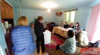 VIDEO Cetatenii dintr-o localitate din Botosani vor vota la barul din sat