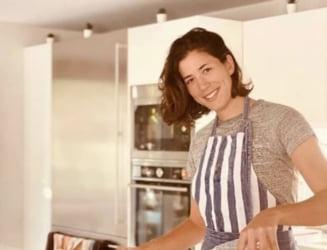 "VIDEO Dans ""fierbinte"" in bucatarie, pe ritmuri latino. O rivala a Simonei Halep a reinventat salata de fructe"