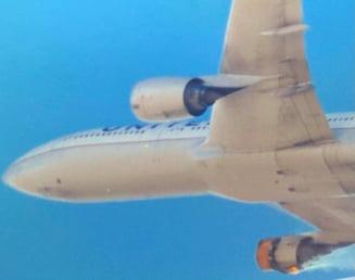 VIDEO Imagini terifiante cu motorul avionului de pasageri, care arde in zbor