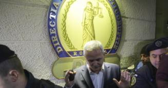 """VIDEO Liviu Dragnea, intampinat cu huiduieli la DNA: """"Hotule! Puscariasule"""". Fostul lider PSD, cercetat in dosarul privind vizita in SUA, la Donald Trump"""