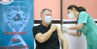 """VIDEO Presedintele Klaus Iohannis s-a vaccinat anti-COVID-19: """"Vaccinul este sigur, este eficient si recomand tuturor vaccinarea"""""""