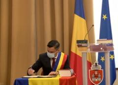 VIDEO Primarul reales al Iasiului Mihai Chirica si consilierii locali au depus juramantul. La ceremonie a fost prezent si premierul Orban