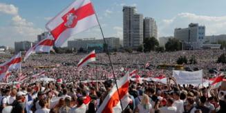 VIDEO Protest de amploare in Belarus: zeci de mii de oameni cer demisia presedintelui Lukasenko. Raspunsul in forta al manifestantilor dupa arestarile de sambata