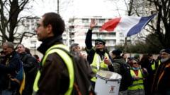 """VIDEO Protestele """"vestelor galbene"""" s-au reluat la Paris. Politia a folosit gaze lacrimogene sa imprastie sute de manifestanti"""
