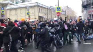 """VIDEO Protestele din Rusia pentru eliberarea lui Navalnii: Kremlinul acuza Washingtonul de """"ingerinta"""""""