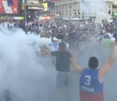 "VIDEO Revolutie in Argentina. Oamenii au iesit pe strazi pentru Maradona. ""L-au omorat"""