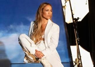 VIDEO Spectacol sexy cu Jennifer Lopez, la piscina. Dansul in bikini cu care artista si-a delectat fanii