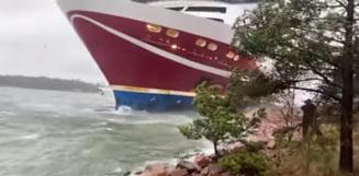 VIDEO Un feribot cu 400 de pasageri la bord a esuat in Finlanda